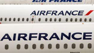 Des avions Air France sur le tarmac de l'aéroprot Roissy Charles-de-Gaulle. (illustration) (GABRIEL BOUYS / AFP)