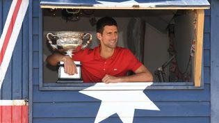 Novak Djokovic, vainqueur à Melbourne en 2021, pourrait rester à la maison face à l'obligation de vaccination. (WILLIAM WEST / AFP)