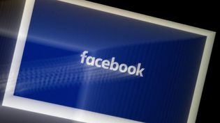 Photo d'illustration de l'application Facebook prise le 25 mars 2020, en Virginie (Etats-Unis). (OLIVIER DOULIERY / AFP)