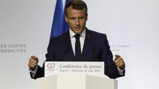 Le président de la République, Emmanuel Macron, donne une conférence de presse à Biarritz (Pyrénées-Atlantiques), le 25 août 2019. (RITA FRANCA / NURPHOTO / AFP)
