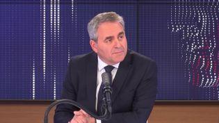 Xavier Bertrand, président de la région Hauts-de-France, était l'invité de franceinfo vendredi 2 avril 2021. (FRANCEINFO / RADIO FRANCE)