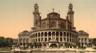 Un grand palais éphémère s'installera sur le Champ-de-Mars (Paris) de 2021 jusqu'au JO de 2024. À chaque événement, la capitale prend un nouveau visage, mais que reste-t-il des expositions universelles ? (CAPTURE D'ÉCRAN FRANCE 3)