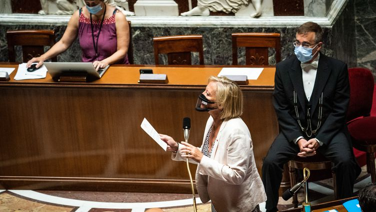 La secrétaire d'Etat auprès du Premier ministre chargée des Personnes handicapées, Sophie Cluzel, prend la parole à l'Assemblée nationalele 15 juin 2021. (XOSE BOUZAS / HANS LUCAS / AFP)