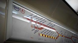 A l'intérieur d'une rame du RER A, le 20 janvier 2013. (  MAXPPP)