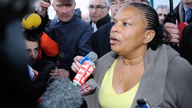 La ministre de la Justice, Christiane Taubira, le 13 avril 2013 devant la maison d'arrêt de Sequedin (Nord). (PHILIPPE HUGUEN / AFP)
