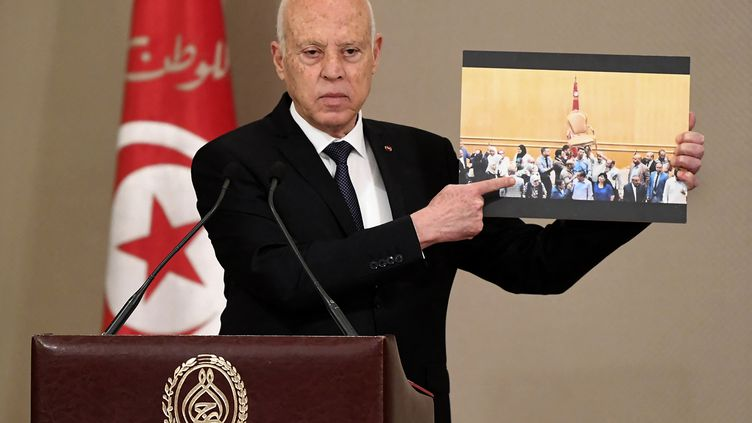 Le président tunisien Kais Saied présente le nouveau gouvernement, le 11 octobre 2021 à Tunis. (- / TUNISIAN PRESIDENCY)