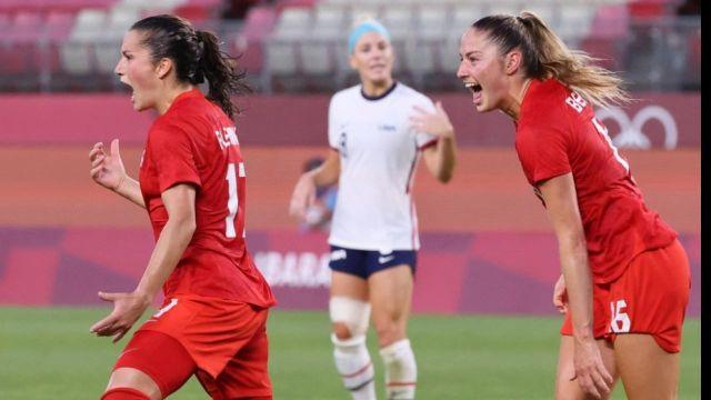 Le Canada crée la sensation en éliminant les Etats-Unis (1-0) en demi-finale du tournoi olympique grâce à un penalty inscrit par Jessie Fleming.Les Canadiennes rejoindront l'Australie ou la Suède en finale.