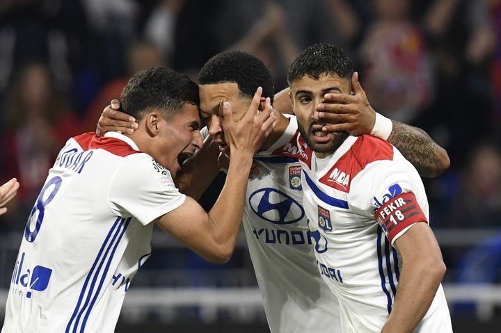 Les Lyonnais Depay, Aouar et Fekir   (PHILIPPE DESMAZES / AFP)
