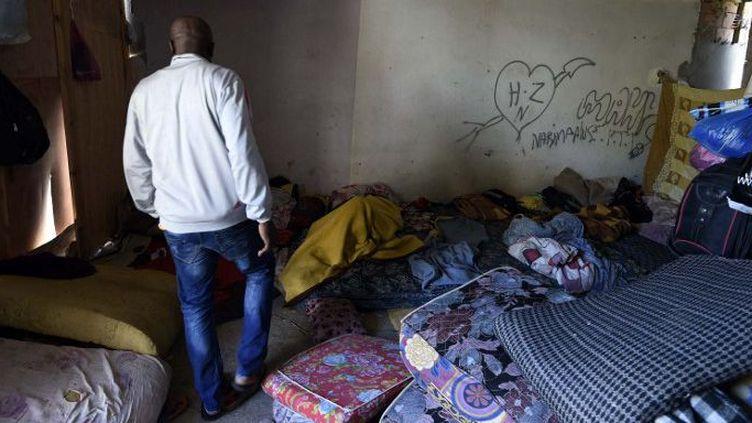 Un migrant subsaharien dans son refuge à Alger, le 29 mai 2016. (Photo AFP/farouk batiche)