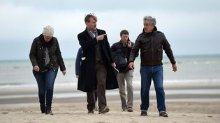 Christopher Nolan en repérage sur la plage de Malo les Bains, Dunkerque le 20 mai  (PHOTOPQR/VOIX DU NORD/MAXPPP)