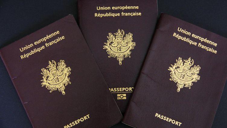 Si unFrançaisdevenait apatride après une déchéance de nationalité, il se verrait retirer son passeport, ou celui-ci perdrait sa validité. (Photo d'illustration) (XAVIER VILA / SIPA)
