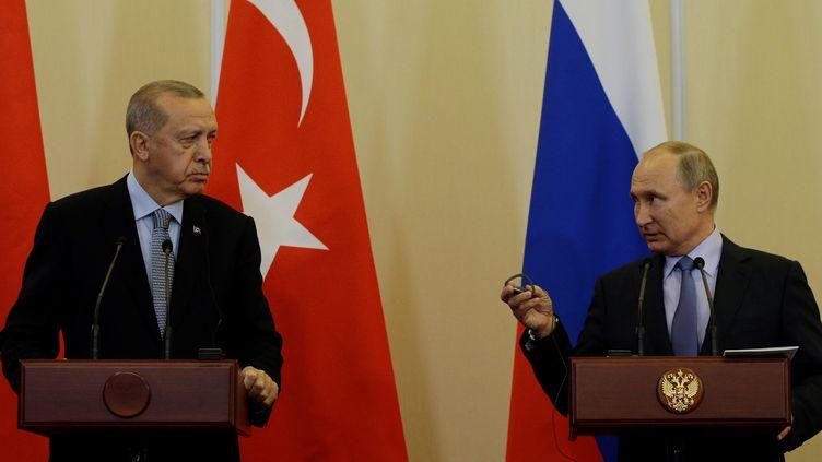Le président turc Recep Tayyip Erdogan et son homologue russe, Vladimir Poutine, en conférence de presse, à Sotchi (Russie),le 22 octobre 2019. (SEFA KARACAN / ANADOLU AGENCY / AFP)