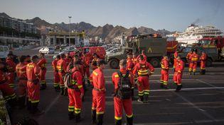 Les secours espagnols se préparant à prendre la route depuis Tenerife jusqu'à l'île de Grande Canarie, le 17 août 2019 (DESIREE MARTIN / AFP)