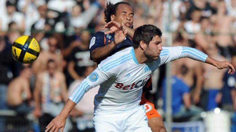 Le Marseillais André-Pierre Gignac au duel avec le Montpellierain Bocaly