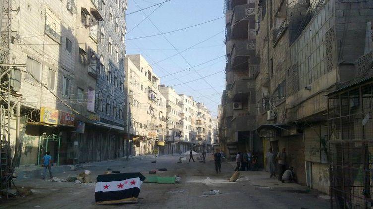Le quartier d'Al-Tadamone, près du centre de Damas (Syrie),en proie aux bombardements et aux affrontements, le 15 juillet 2012. (SHAAM NEWS NETWORK / AFP)