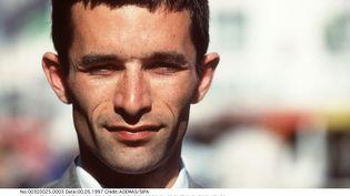 Benoît Hamon, à 30 ans, lors de sa candidature aux élections législatives de 1997 dans la deuxième circonscription du Morbihan. (ADEMAS / SIPA)