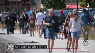 Des touristes à Saint-Valéry-sur-Somme. (France 2)