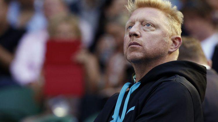 L'Allemand Boris Becker, ancien champion de tennis et nouvel entraîneur du Serbe Novac Djokovic, observe son joueur face au SuisseStanislas Wawrinka lors de l'open d'Australie à Melbourne, le 21 janvier 2014. (JASON REED / REUTERS)