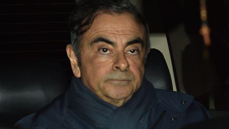 L'ancien PDG de Renault et Nissan Carlos Ghosn quitte le bureau de son avocat le 3 avril 2019 à Tokyo (Japon), le 3 avril 2019. (KAZUHIRO NOGI / AFP)