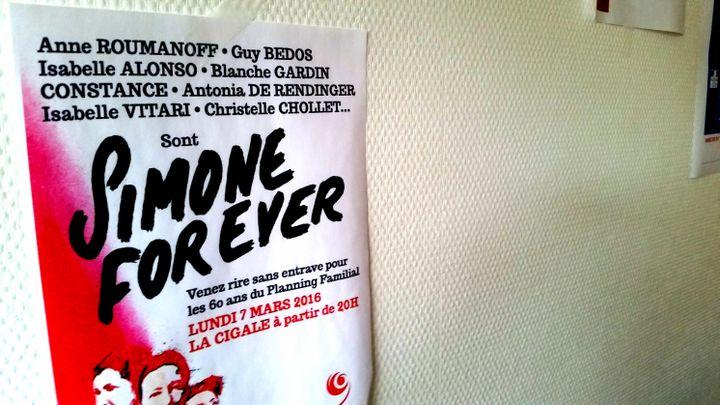 Une affiche dans un centre du Planning familial du XIIIe arrondissement de Paris, le 30 juin 2017. (BENJAMIN ILLY / FRANCEINFO)