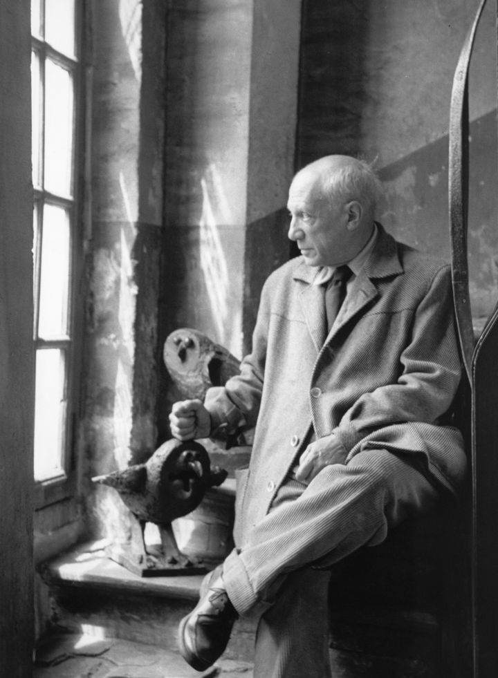 Pablo Picasso dans l'escalier des Grands-Augustins, Paris, 1952.  (Ministère de la Culture et de la Communication – Médiathèque du Patrimoine Dist. RMN-Grand Palais / Denise Colomb © Succession Picasso, 2016 )