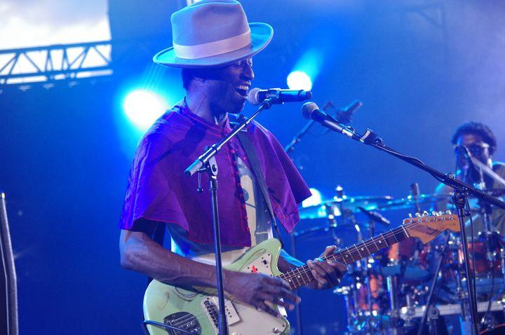 Lorsqu'il prend la guitare, Keziah Jones n'est plus.  (Adrien Pittore)