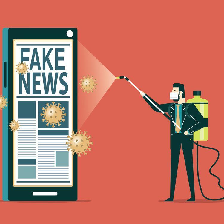 Un homme désinfecte un téléphone qui affiche des fake news sur le Covid-19. (SORBETTO / DIGITAL VISION VECTORS / GETTY IMAGES)