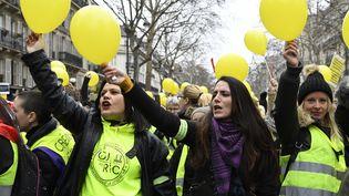 """Des femmes """"gilets jaunes"""" manifestent à Paris, près de la place de la Bastille, le 6 janvier 2019. (BERTRAND GUAY / AFP)"""