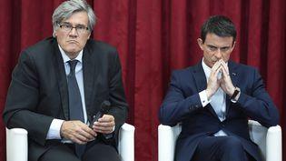 Le ministre de l'Agriculture, Stéphane Le Foll, et le Premier ministre, Manuel Valls, le 22 juillet 2015 à l'Elysée. (ALAIN JOCARD / AFP)