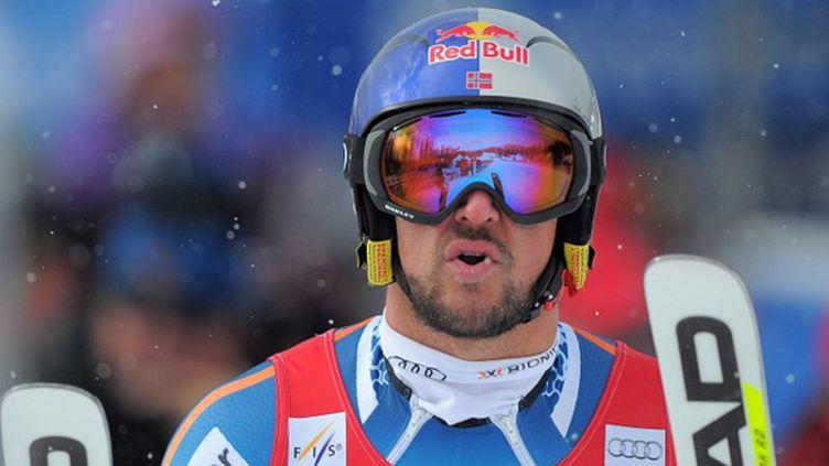 Aksel Svindal s'est adjugé pour la cinquième fois le Super-G de Lake Louise. (JOE KLAMAR / AFP)