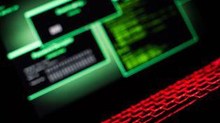 Un écran et un clavier lumineux. Photo d'illustration. (PICTURE ALLIANCE)