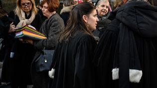 Des avocates et avocats prennent part à une manifestation contre le projet de réforme des retraites à Lyon (Rhône), le 6 janvier 2020. (JEAN-PHILIPPE KSIAZEK / AFP)