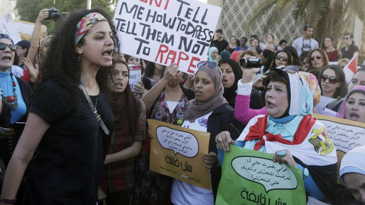 Des Egyptiennes protestent contre le harcèlement sexuel devant l'opéra au Caire en juin 2014. (ASMAA WAGUIH / X02458)