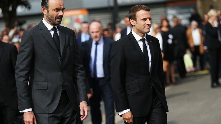 Edouard Philippe et Emmanuel Macron arrivent pour un hommage célébré à Saint-Etienne-du-Rouvray (Seine-Maritime), le 26 juillet 2017. (CHARLY TRIBALLEAU / AFP)