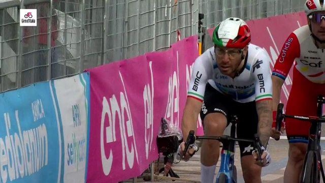 Le sprint du Tour d'Italie sur la cinquième étape, remporté par Caleb Ewan.