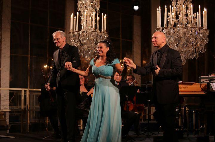 Cecila Bartoli avec, à sa gauche, Diego Fasolis  (Xavier Paris/Decca Classics)
