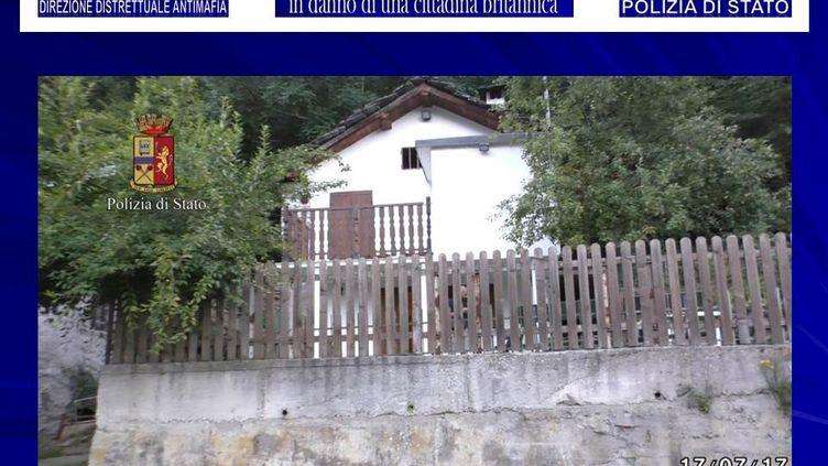 Une mannequin britannique a été séquestrée pendant plusieurs jours dans cette maison du nord-ouest de l'Italie, début juillet 2017. (HANDOUT / POLIZIA DI STATO / AFP)