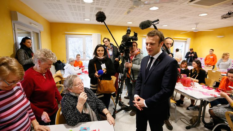 Emmanuel Macron en visite dans un Ehpad à Bourg-de-Péage (Drôme), le 24 janvier 2019. (EMMANUEL FOUDROT / AFP)