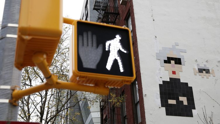 Une mosaïque de Space Invader à New York, décembre 2015  (JASON SZENES/EPA/MaxPPP)