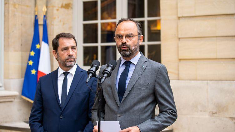 Le Premier ministre, aux côtés du ministre de l'Intérieur, s'exprime sur l'affaire Steve Maia Caniço, le 30 juillet 2019, à Matignon, à Paris. (XOSE BOUZAS / HANS LUCAS / AFP)