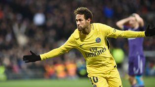 L'attaquant du PSGNeymarcélèbreson but face à Toulouse, le 10 février 2018, au Stadium de Toulouse (Haute-Garonne). (REMY GABALDA / AFP)