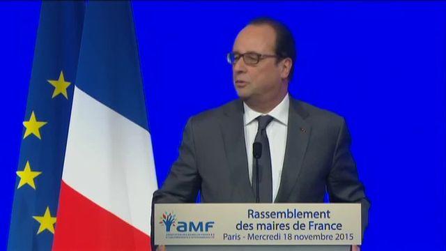 Hollande remercie les policiers après le l'opération antiterroriste de Saint-Denis