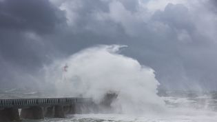 D'importantes vagues auxSables d'Olonne (Vendée), le 7 juin 2019. (LEROY FRANCIS / HEMIS.FR / HEMIS.FR / AFP)