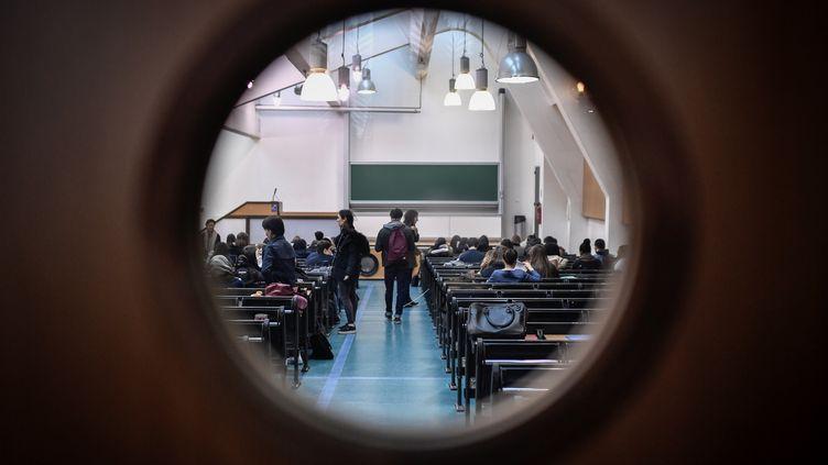 Les 43 000 étudiants de Paris-I Panthéon-Sorbonne ne bénéficieront finalement pas d'un 10/20 garanti à leurs examens. (STEPHANE DE SAKUTIN / AFP)