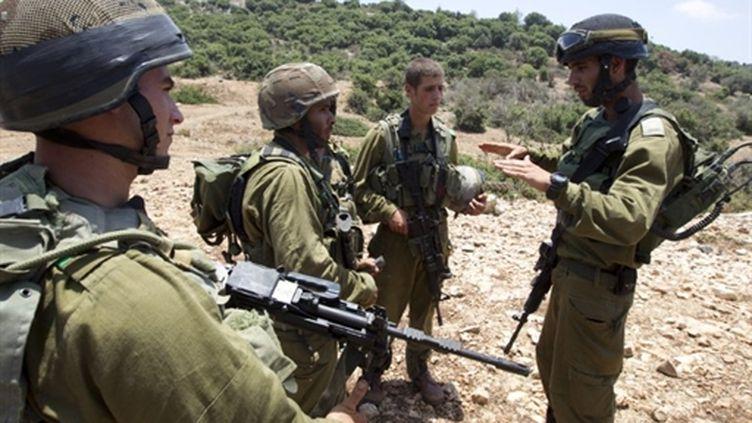 Une infanterie de soldats israéliens lors d'une simulation de combat, le 5 juillet 2010. (AFP PHOTO / JACK GUEZ)