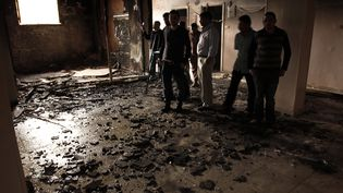 Le 6 avril 2013 à Al-Khoussous, dans le gouvernorat de Qalioubiya, non loin du Caire, une maison de coptes égyptiensbrûlée par des musulmans (AFP)