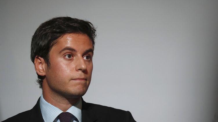 Le porte-parole Gabriel Attal lors d'une conférence de presse au Palais de l'Élysée à Paris, le 7 juillet 2020. (IAN LANGSDON / POOL)