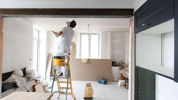 Chantier de rénovation chez un particulier (illustration). (JOSSELIN CLAIR / MAXPPP)