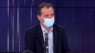 """Rémi Salomon,président de la commission médicale d'établissement de l'Assistance Publique - Hôpitaux de Paris, était l'invité du """"8h30franceinfo"""", mardi 24 novembre 2020. (FRANCEINFO / RADIOFRANCE)"""