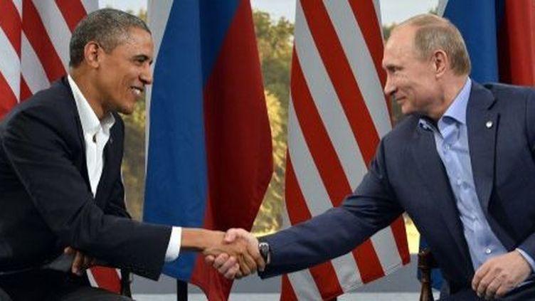 Le président américain Barack Obama et le président russe Vladimir Poutine lors d'une rencontre bilatérale en marge du sommet du G8 à l'Erne Resort Lough, près de Enniskillen, en Irlande du Nord, le 17 Juin 2013. (AFP PHOTO / JEWEL SAMAD)